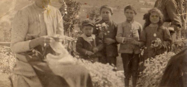 """Mia bisnonna materna, Nedda, a Pozzillo la chiamavano: """"donna Nedda ma duni nà cosa"""", una donna forte, ma nello stesso tempo di carnagione assai delicata, con occhi chiari e una […]"""