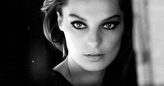 Memoria Indotta Nr. 13 … ci son occhi ed occhi… ci son sguardi e sguardi… sguardi incandescenti avanzati da occhi ardenti… fiamme i tuoi… è genericamente un paradosso perdersi nella […]